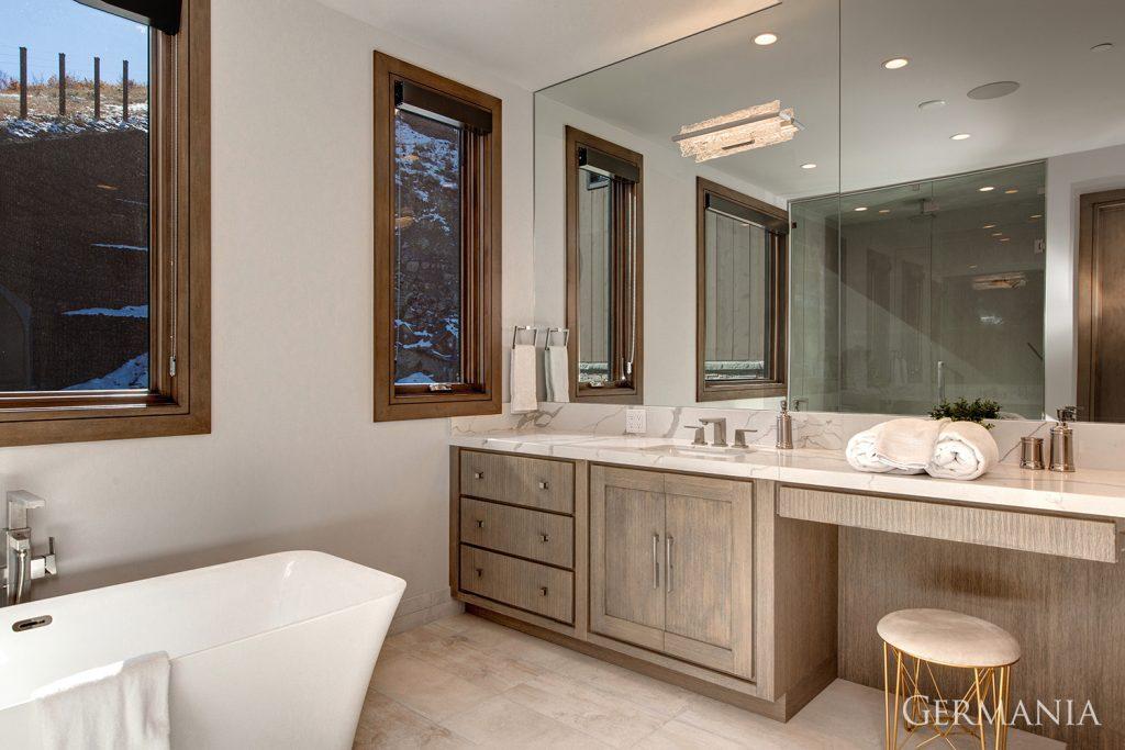 Build custom luxury home bathroom